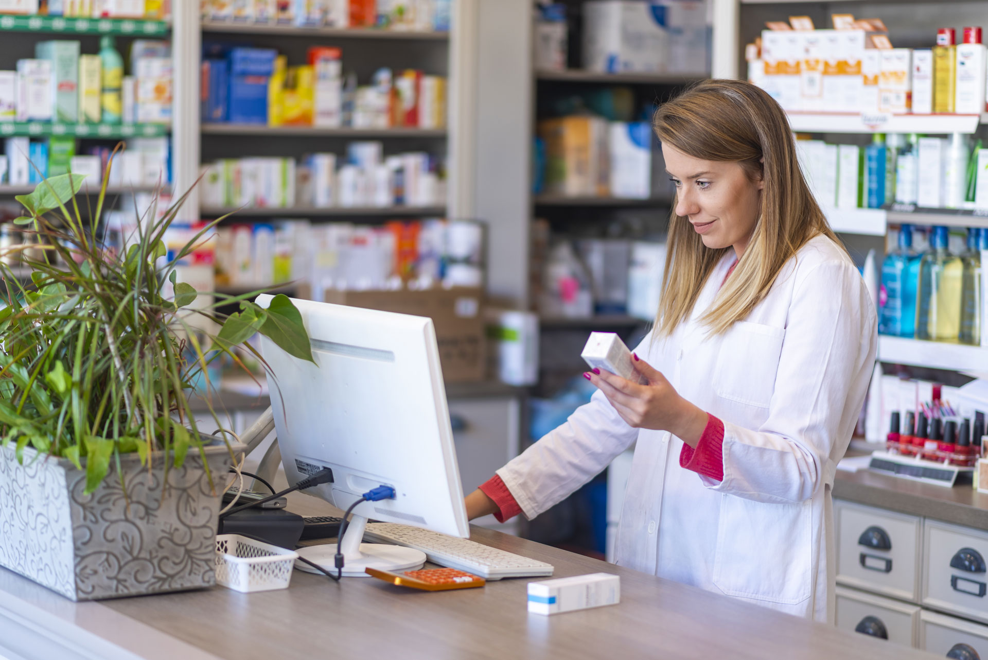 In pharmacies, the TraceMed software provides a simple and intuitive tool for status verification and unregistering (withdrawal) of medicinal product packaging in the EMVO database.